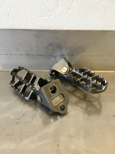 HRC titanium footpegs